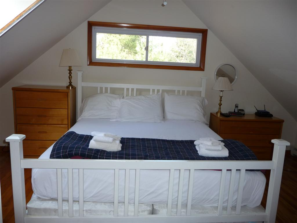 46 Claypit showing king size bed in master bedroom